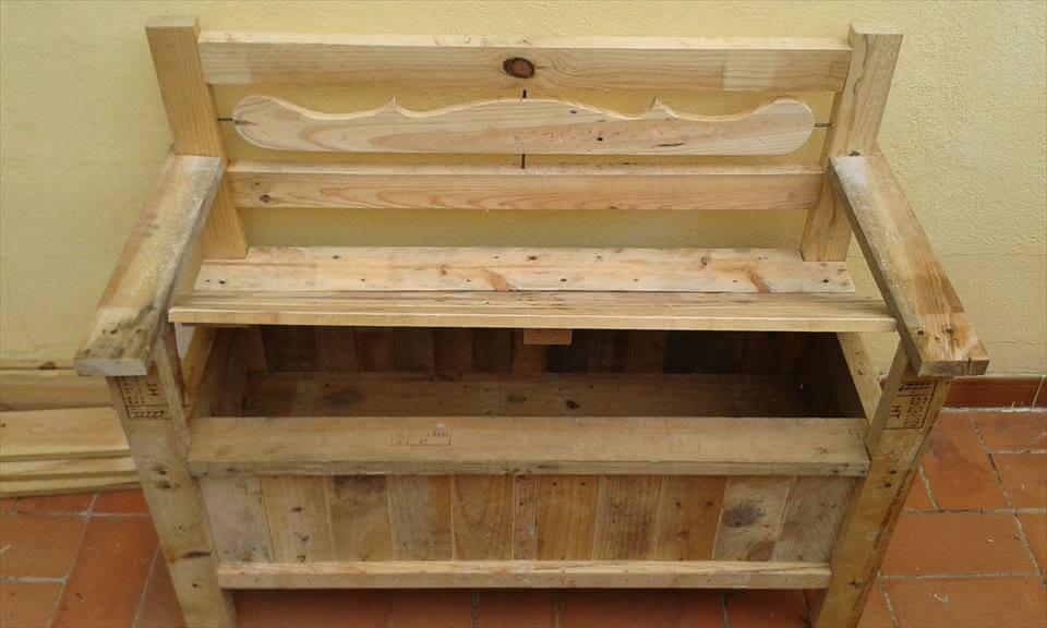 pallet bench with folding berth 101 pallets. Black Bedroom Furniture Sets. Home Design Ideas