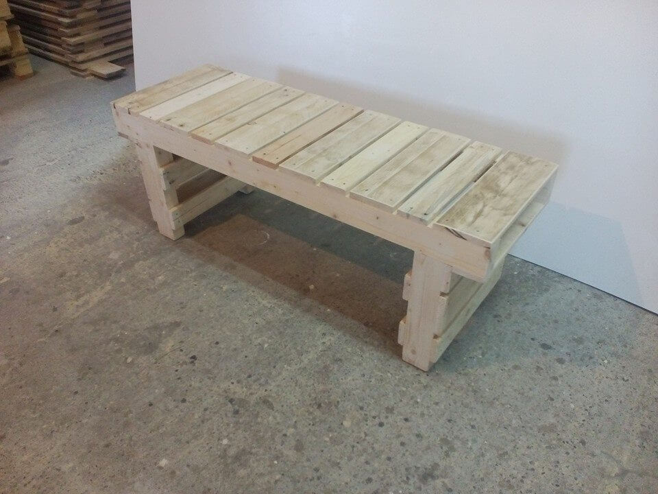 low-cost wooden pallet bench