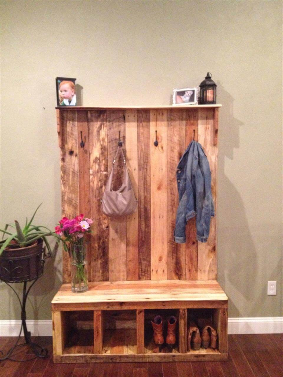 Pallet hall tree shoe rack or coat rack 101 pallets Entryway bench and shelf