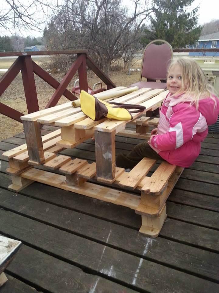 Diy Pallet Picnic Table For Kids 101 Pallets
