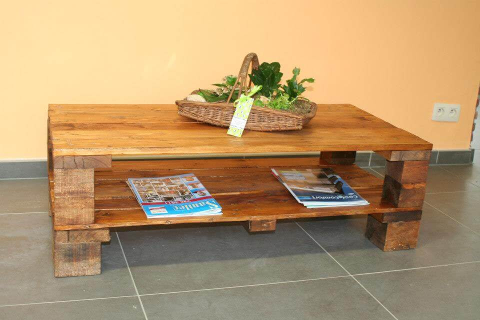 Beautiful recycled pallet coffee table 101 pallets for How to build a coffee table out of pallets