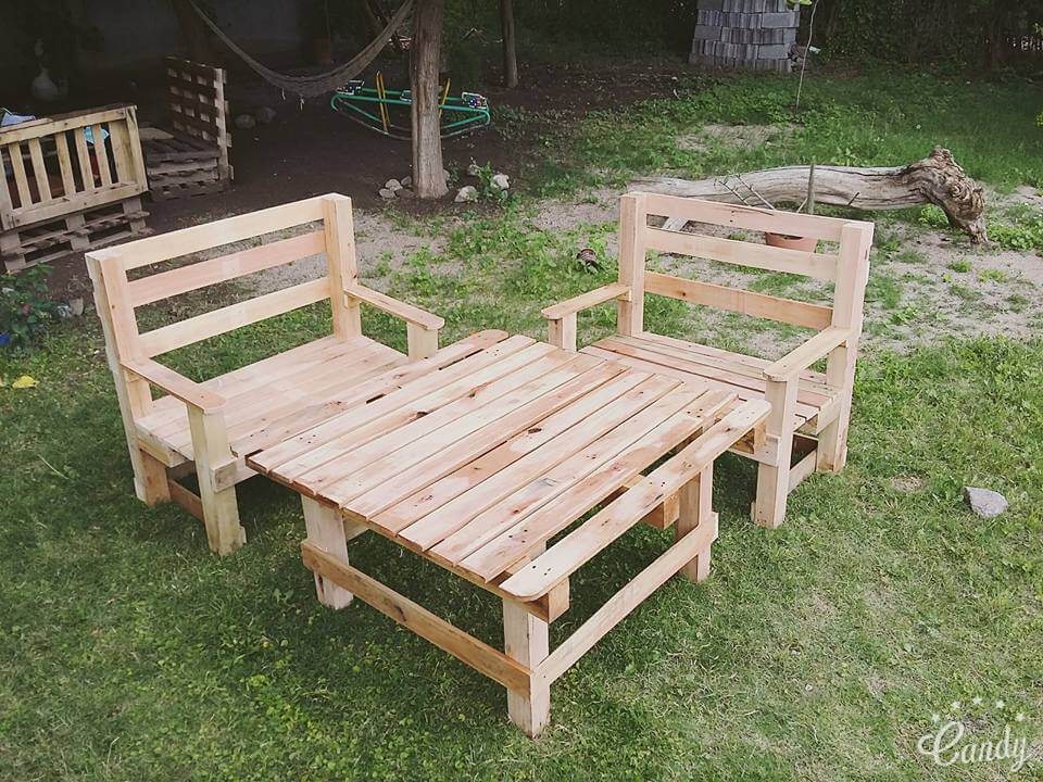 Diy pallet outdoor furniture set 101 pallets for Outdoor patio seating ideas