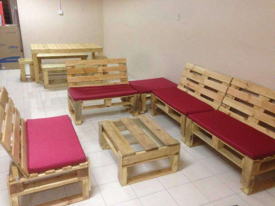 no-cost pallet sitting set