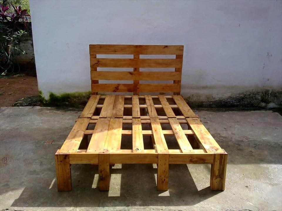 low-cost wooden pallet headboard