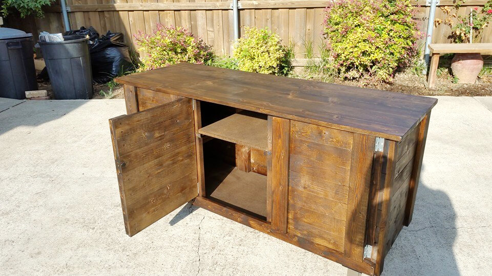 recycled pallet indoor bar