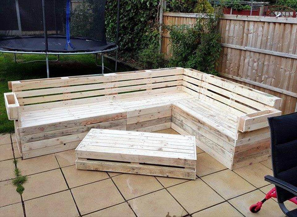 Pallet Corner Sofa And Table Set 101 Pallets