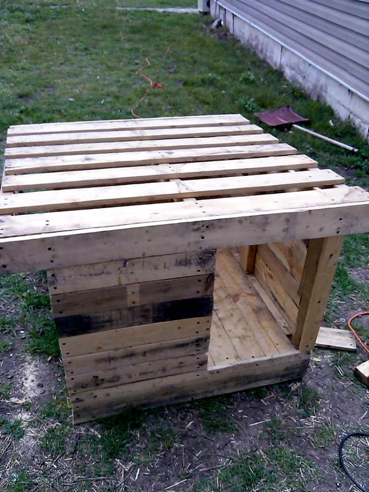 Upcycled wood pallet dog house 101 pallets - How to build a dog house with pallets ...