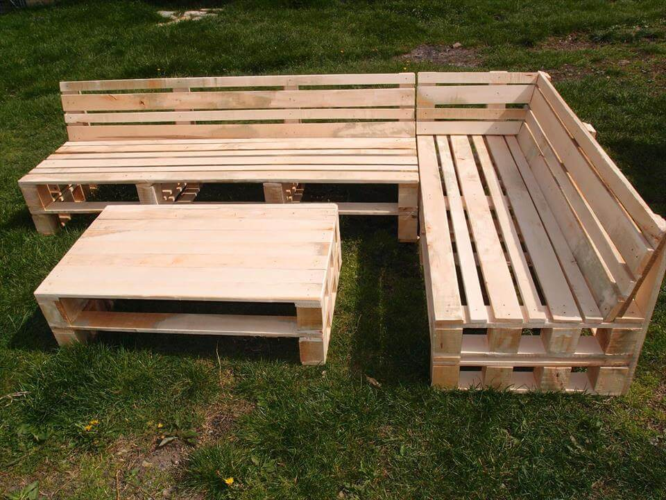 Pallet Sectional Sofa with Coffee Table | 101 Pallets