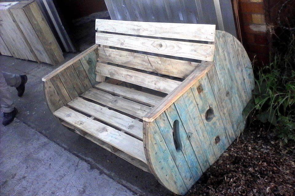 Wooden pallet love seat