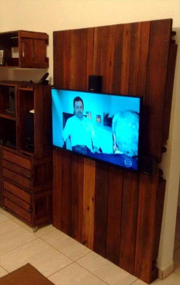 Wooden pallet tv panel