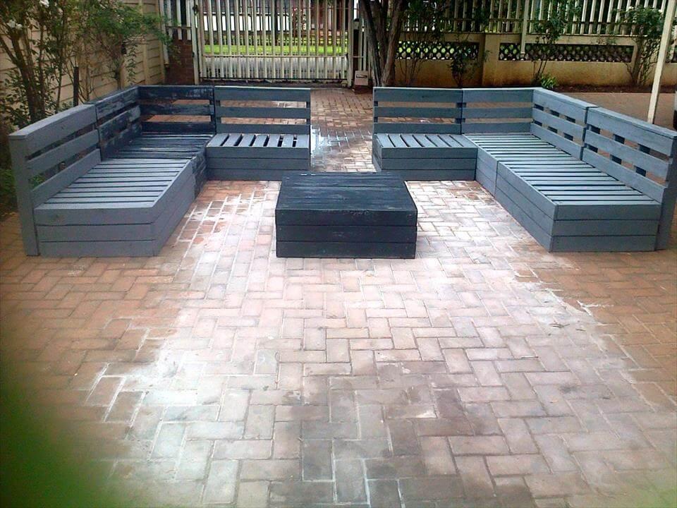 Reclaimed pallet patio furniture set