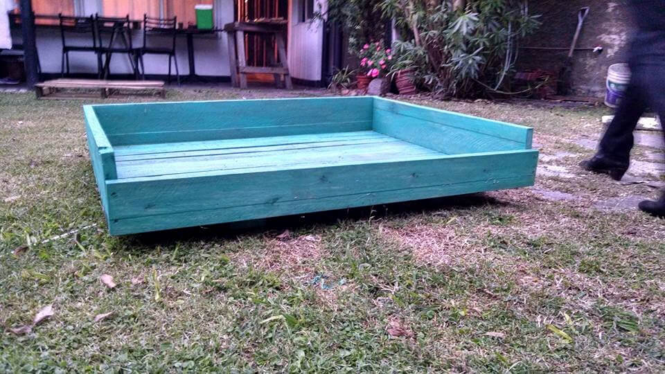 no-cost pallet painted dog bed