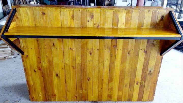rustic yet modern pallet and metal counter