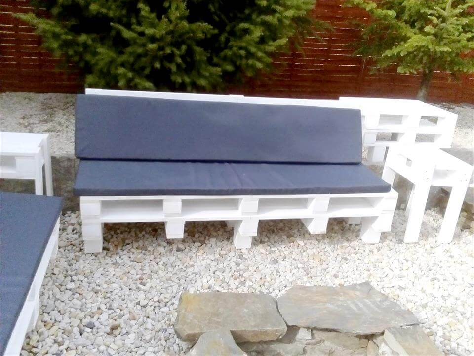 Pallet Outdoor Seating around the Fireplace | 101 Pallets