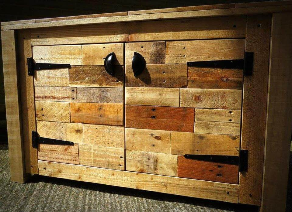 custom wooden pallet sideboard