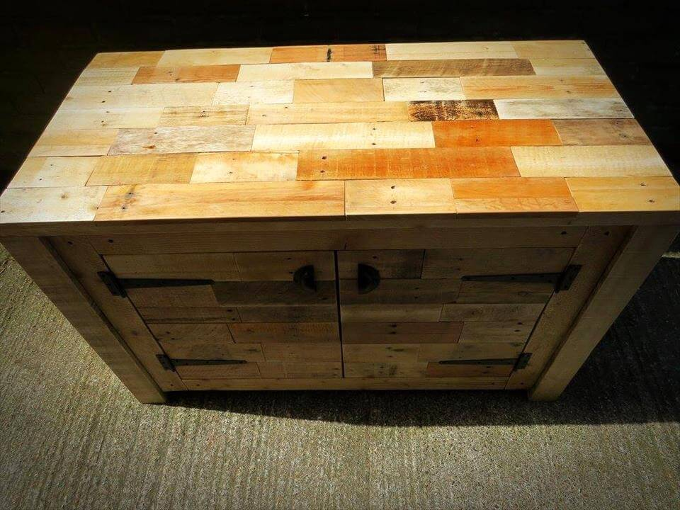 sideboard made of pallets