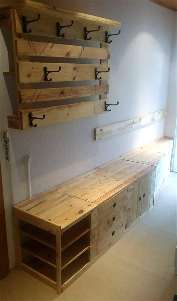Pallet mudroom bench wall organizer 101 pallets for Cost to build a mudroom