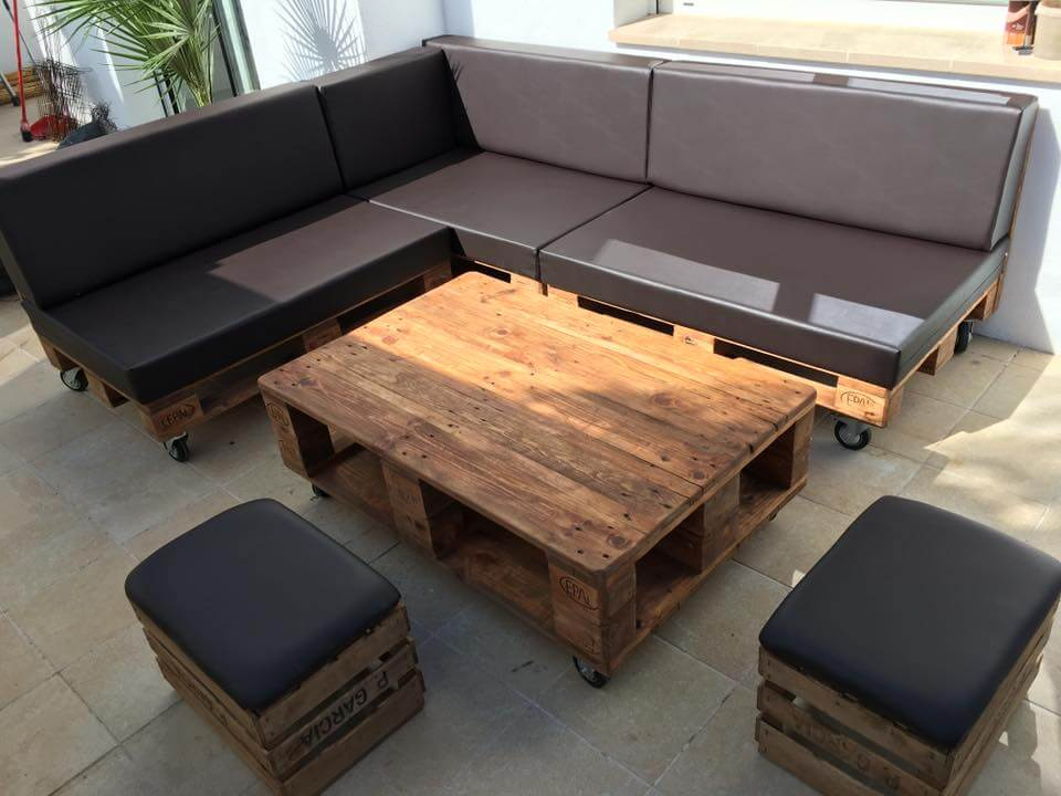 repurposed wooden pallet L-shape sitting set