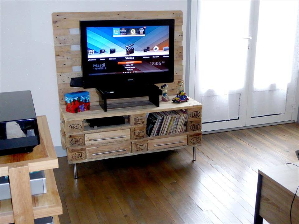 reclaimed wooden pallet TV stand with metal hairpin legs