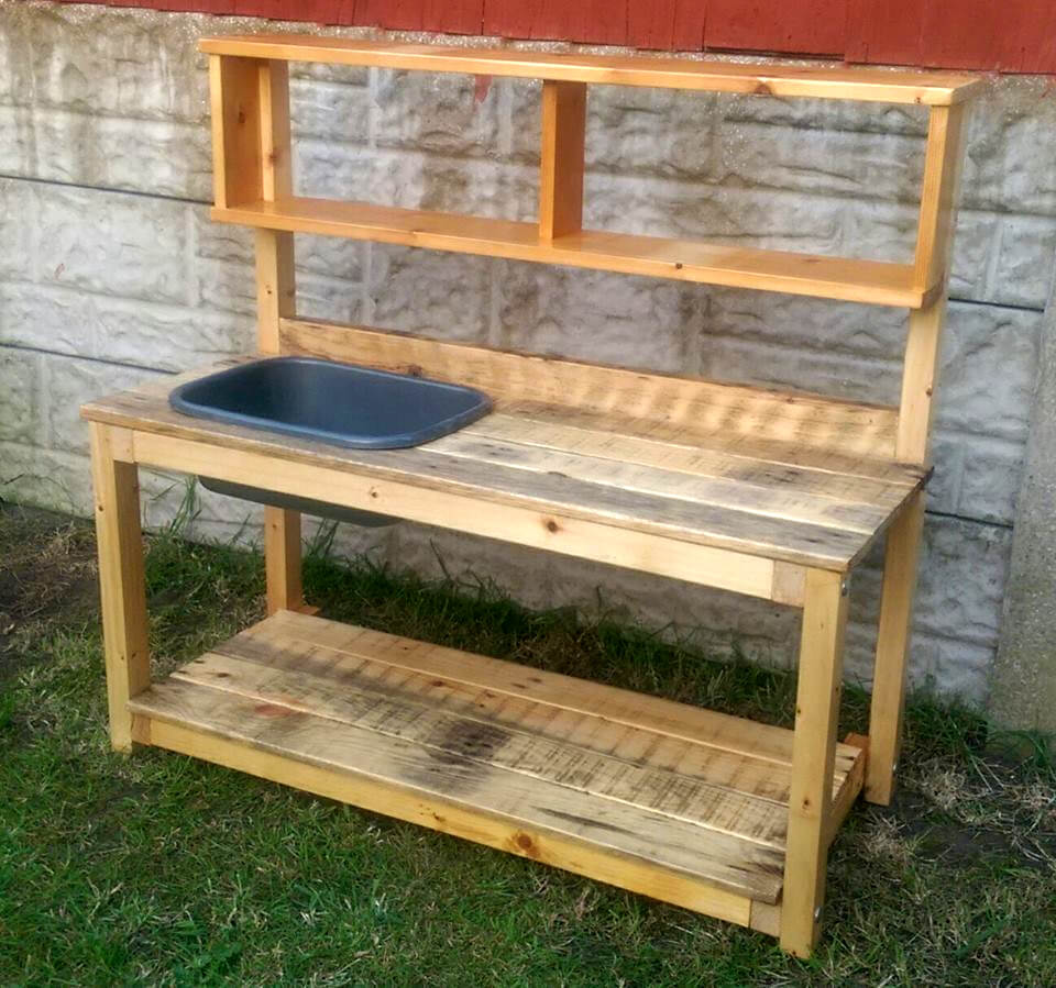 mud kitchen made of pallets
