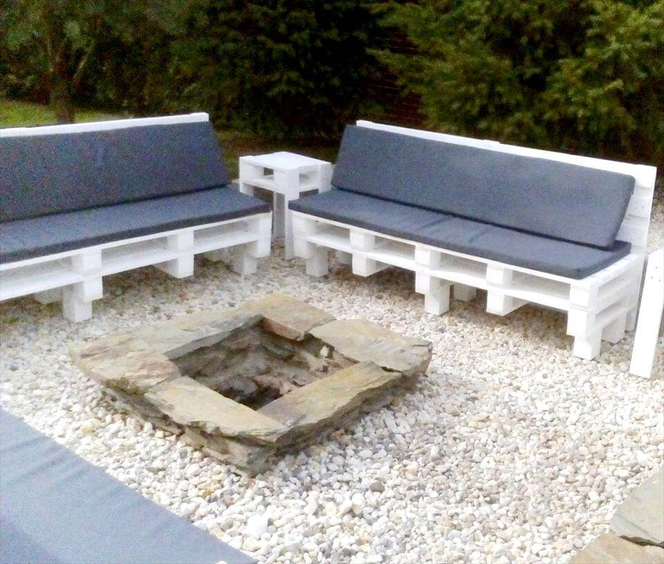 Recycled pallet outdoor seating set