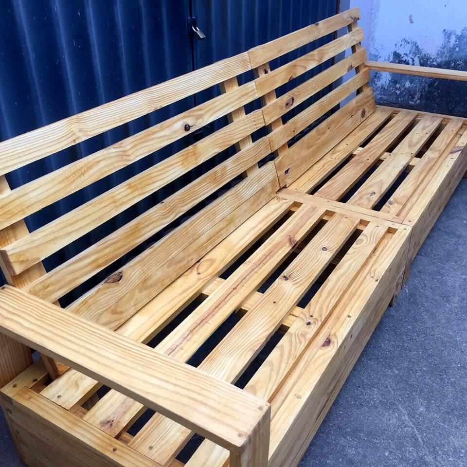 rustic no-cost beefy wooden pallet outdoor bench