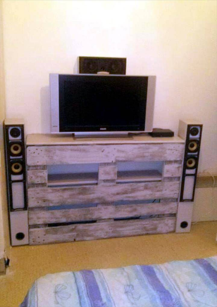 rustic wooden pallet entertainment center