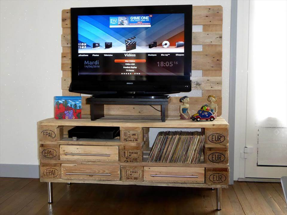 upcycled wooden pallet TV stand