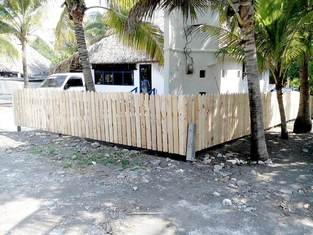 Pallet fence diy privacy fence on a budget 101 pallets for Wood pallet privacy walls