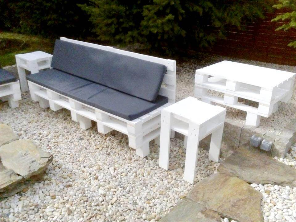 Reclaimed pallet outdoor seating set