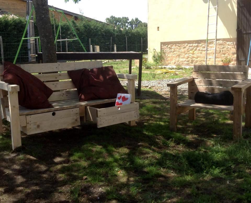 wooden pallet storage-friendly bench