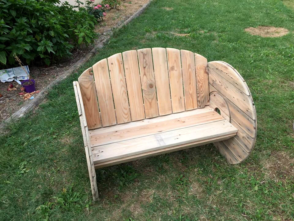 diy wooden pallet spool wheel and pallet bench