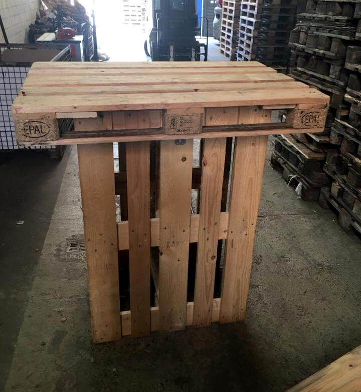 pallet made bar table 101 pallets