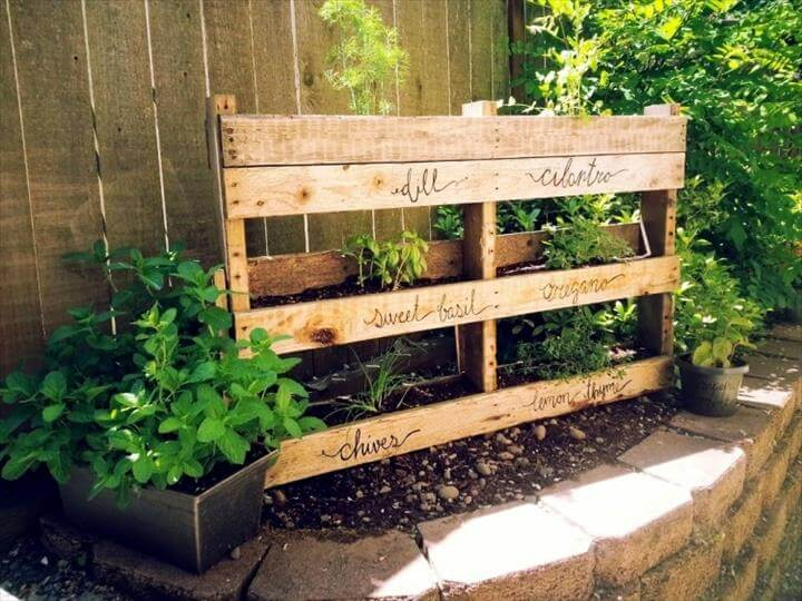 20 wonderful pallet ideas using pallets wood 101 pallets part 2 - Jardin vertical pallet ...