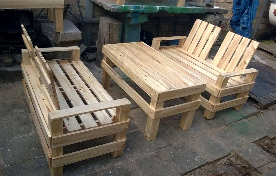 pallet made patio seating set