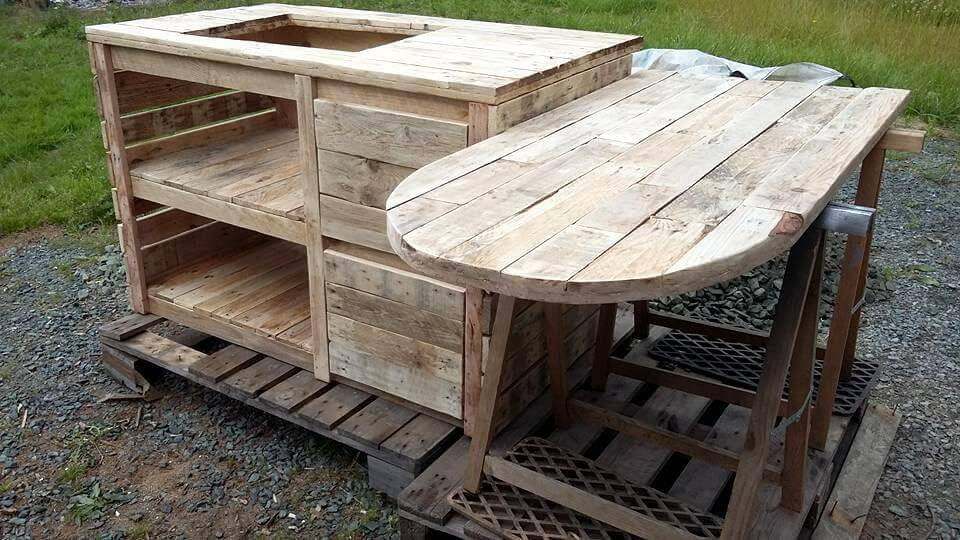Reclaimed pallet kitchen tbale