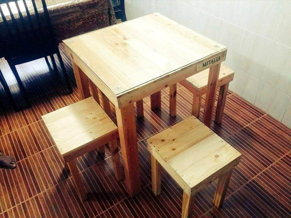 wooden pallet breakfast table with chairs