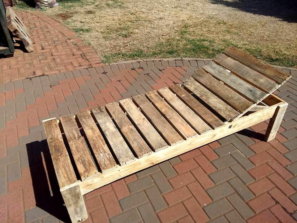 wooden pallet outdoor lounger
