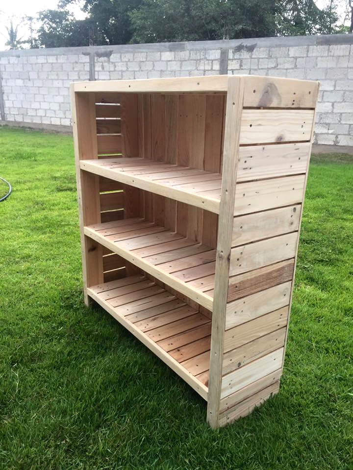 bookcase out of pallets 101 pallets