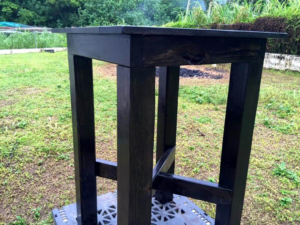 Wooden pallet bar height table