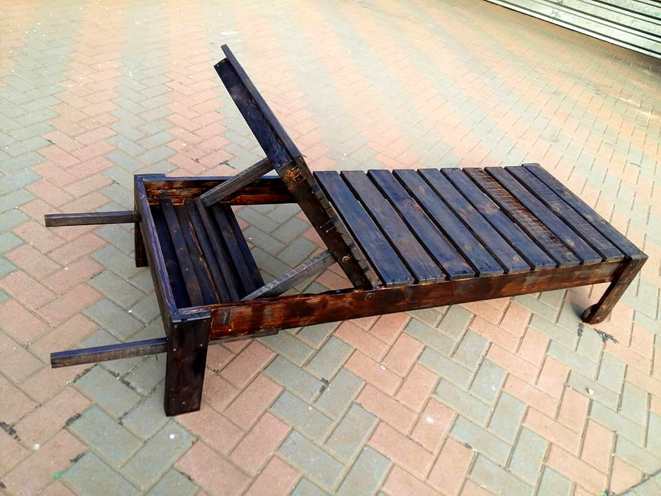 pallet lounger stained to be weatherproof
