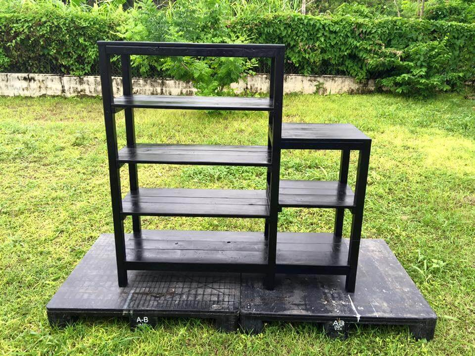 Reclaimed pallet shelf unit