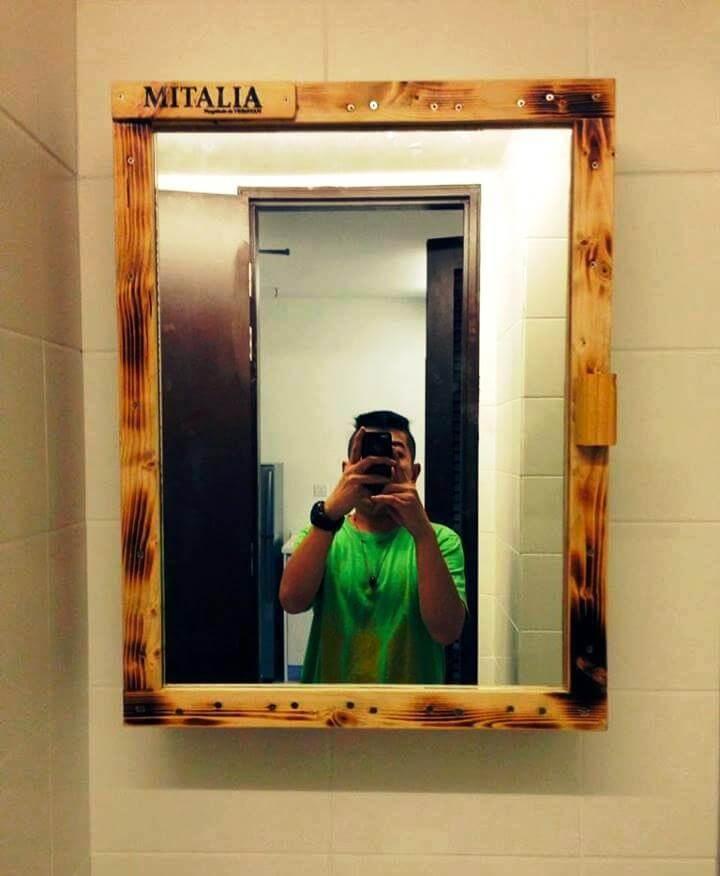 diy pallet mirror