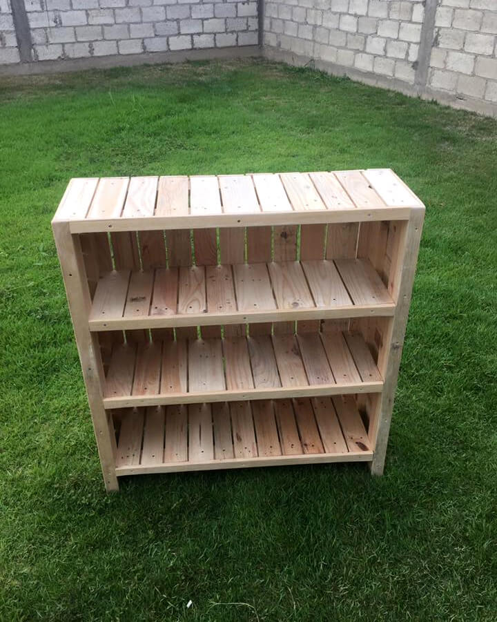repurposed wooden pallet bookcase