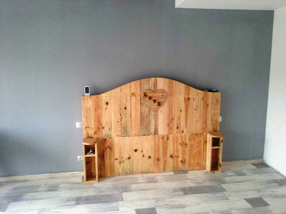 diy camel back style pallet headboard with storage pockets