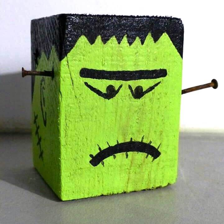 pallet cube into Halloween decor