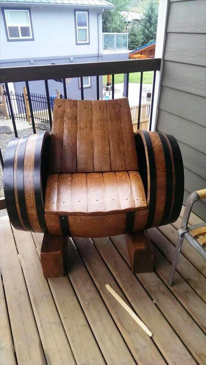 pallet and old barrel chair