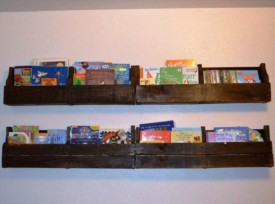wall hanging pallet bookshelves