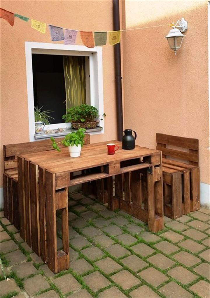 Low Cost Patio Sitting Set Made From Pallets