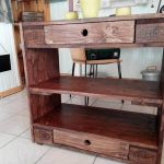 DIY Rustic Looking Pallet Entryway Table
